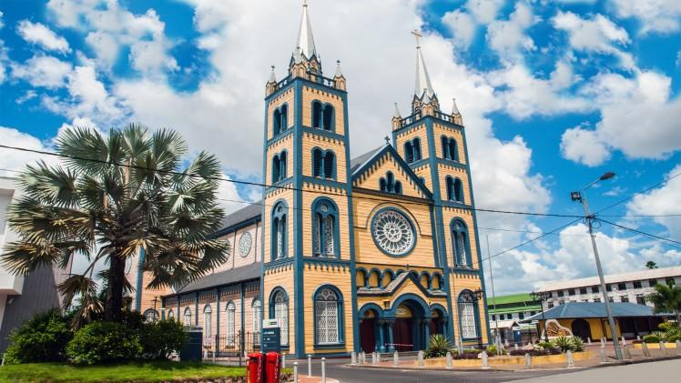 Sint Petrus en Pauluskathedraal in Suriname